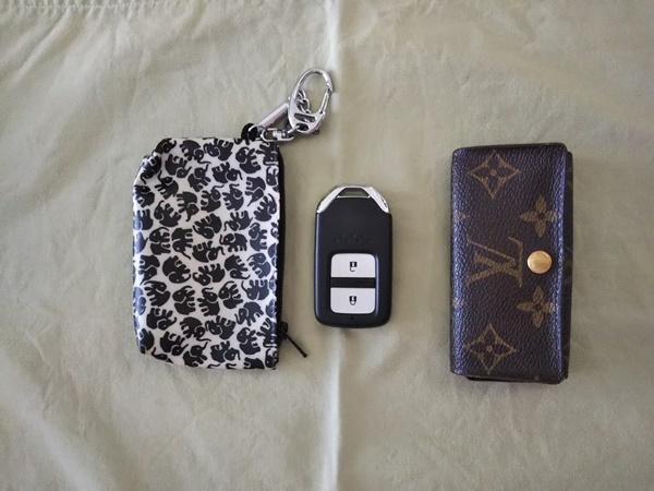 私の持ち歩いているキーケースと車の鍵