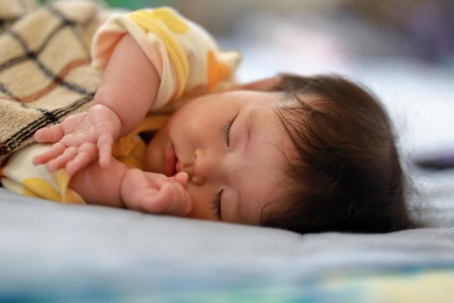赤ちゃんが寝るときに暖房のエアコンをつけっぱなしでも大丈夫か?