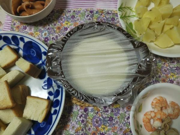 セブンイレブン4種のチーズ使用チーズフォンデュ180gをレンジでチンした画像
