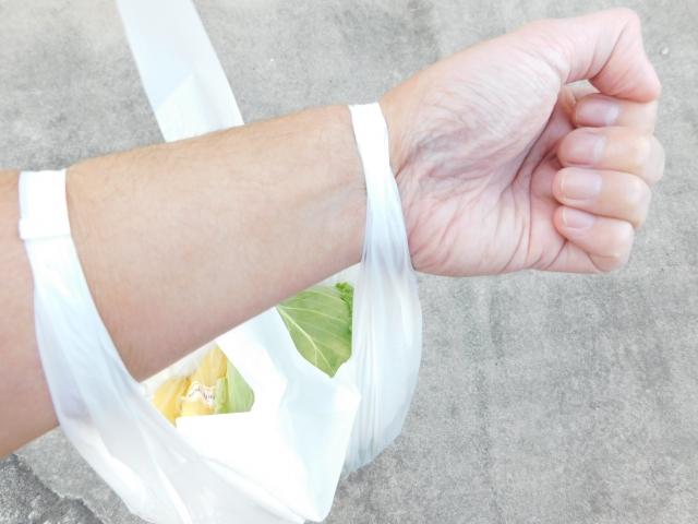 買い物袋やレジ袋で腕がかゆい 蕁麻疹のようなミミズ腫れはなぜ起きる?