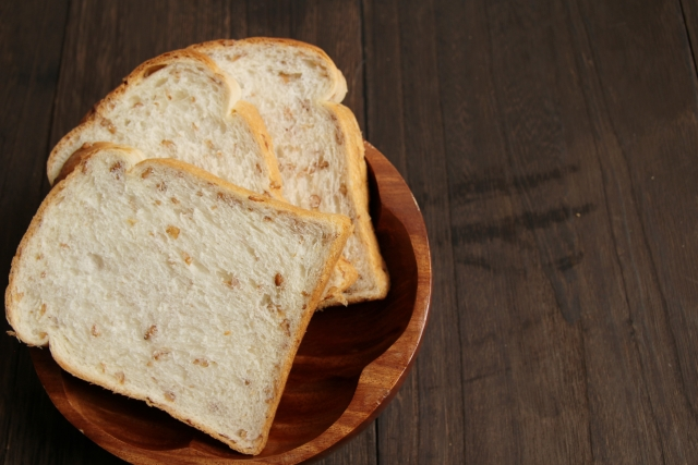 冷凍食パンの解凍をレンジをつかって手早くすませる方法